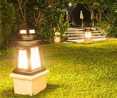 Outdoor lighting company - backyard lighting.
