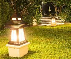 Outdoor lighting company - backyard lighting.